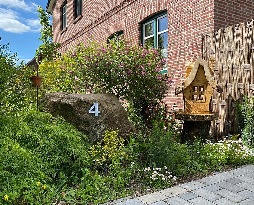 Garten vor der Naturheilpraxis Andrea Kunrath